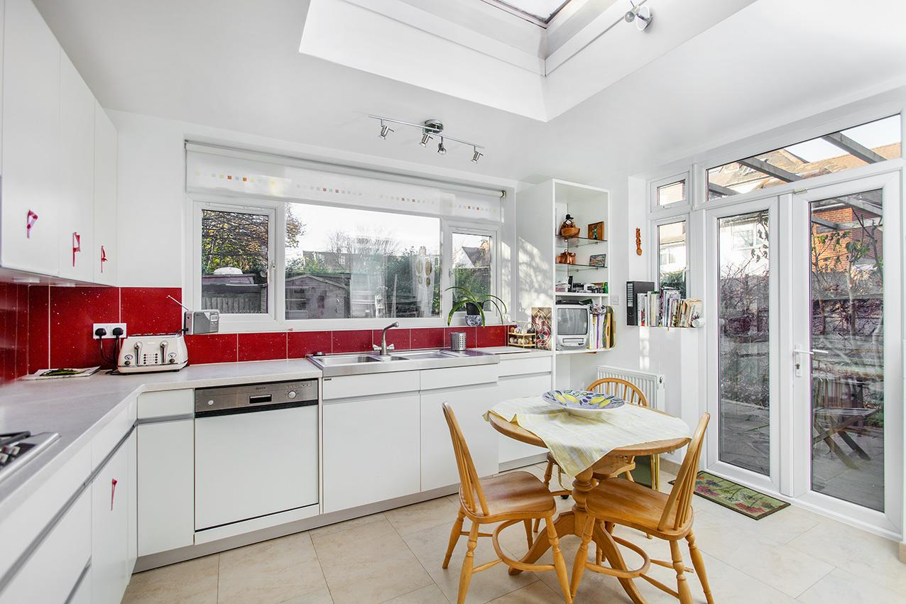 5 Bedrooms House for sale in Woodstock Road, NW11 8QD